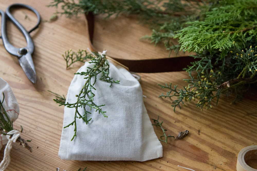 recycled_gift_wrap_reading_my_tea_leaves_IMG_1849