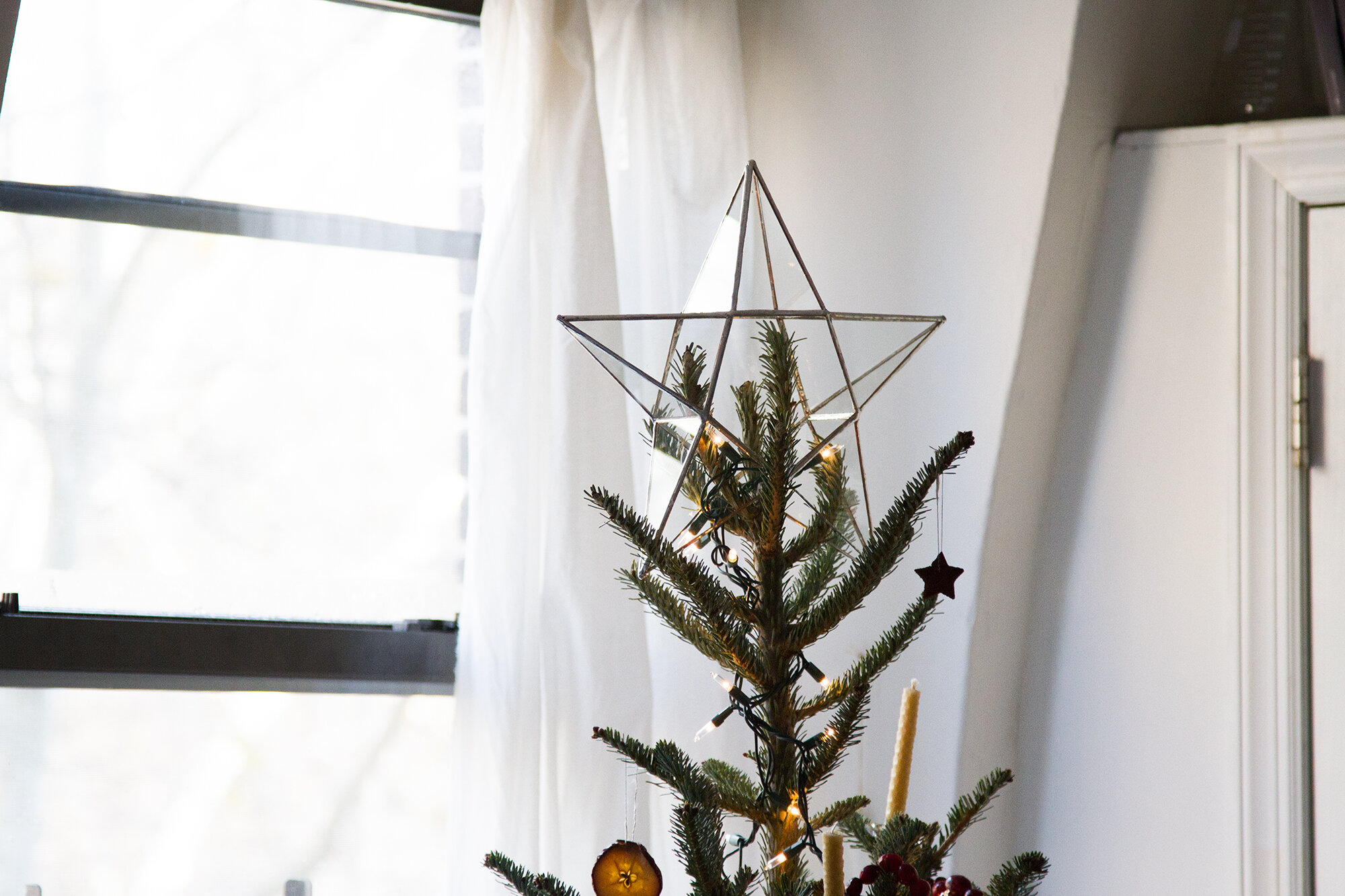 clutter free holiday decorations | reading my tea leaves