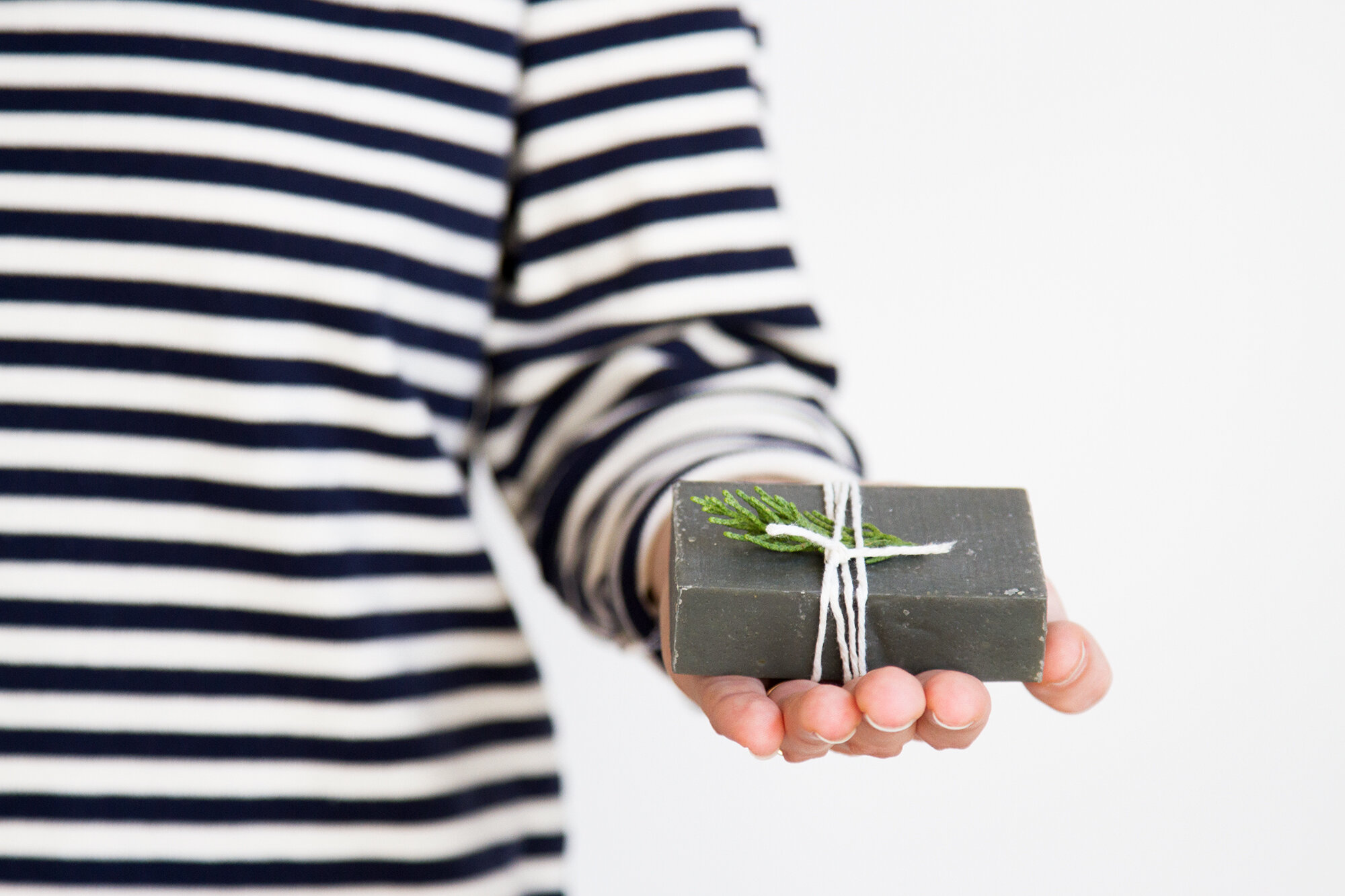 25 gifts under $25, for anyone   reading my tea leaves